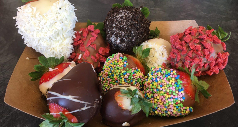Snackschalen mit Toppings Oreo Streusel Raffaello Erdbeer crunch 9 Teile 7,50€ Entweder nur Erdbeeren oder als Obstmix
